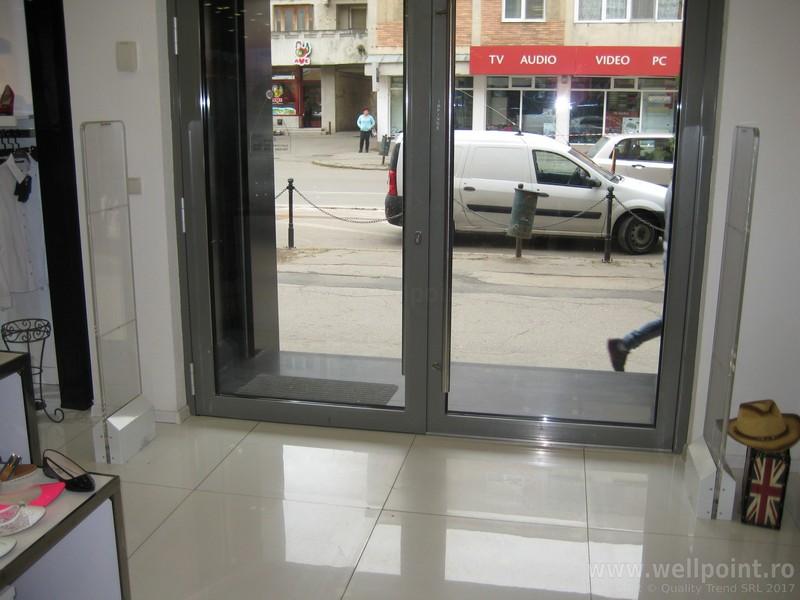 a50911-porti-antifurt-imbracaminte-carei_IMG_4697