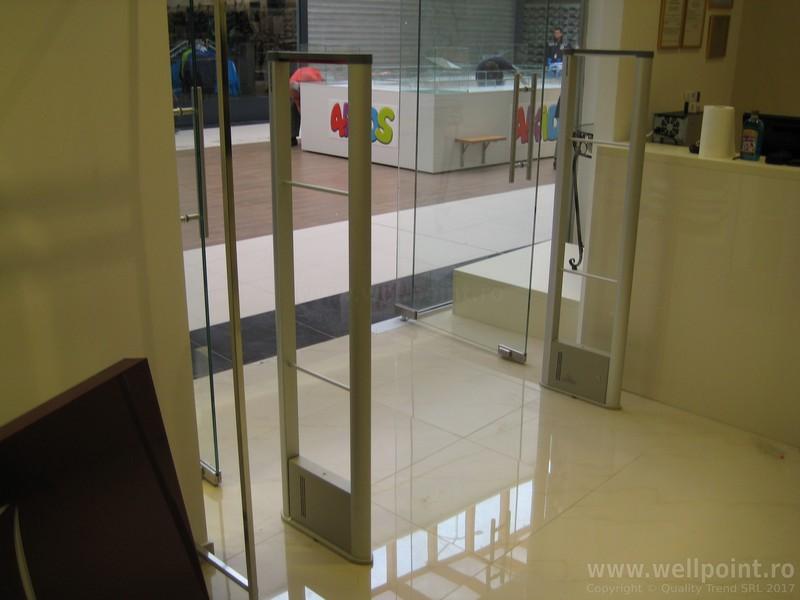 a60330-porti-antifurt-imbracaminte-mall-timisoara-carrefour_IMG_4878