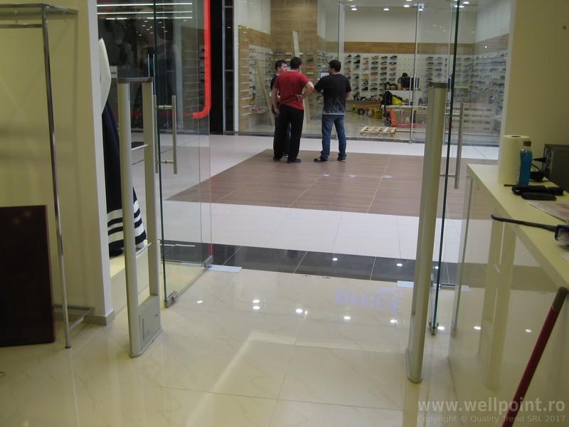 a60330-porti-antifurt-imbracaminte-mall-timisoara-carrefour_IMG_4879