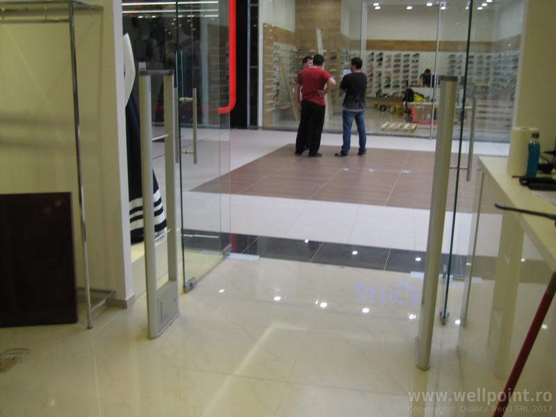 a60330-porti-antifurt-imbracaminte-mall-timisoara-carrefour_IMG_4880