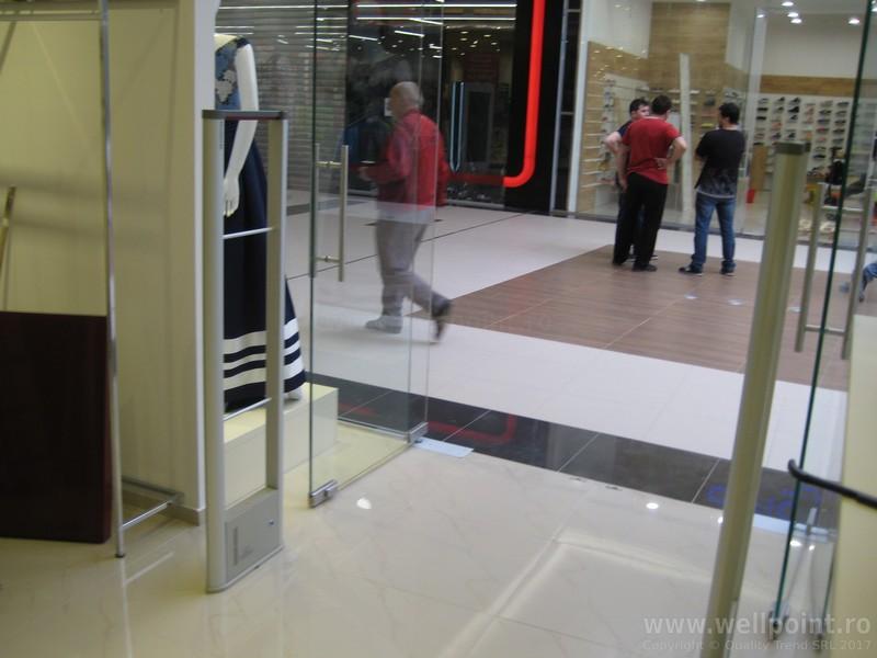a60330-porti-antifurt-imbracaminte-mall-timisoara-carrefour_IMG_4881